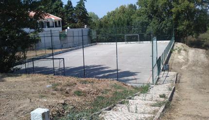 Limpeza e desmatação de toda a envolvente do Polidesportivo da Ribeira